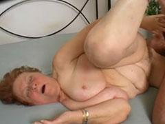 Fette Oma willenlos gefickt