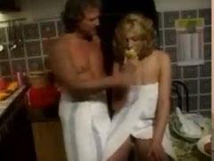 Ehemann fickt seine Schlampe in der Küche
