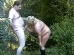 Dickes Ehepaar fickt im Freien