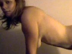 Junges Mädel zum ersten Mal vor der Webcam