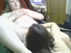 Junge Amateur Lesben vor der Webcam