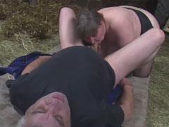 Altes Bauernpaar fickt im Heu