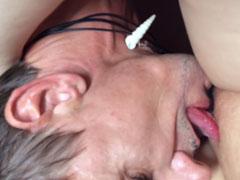 Die Muschi seiner Frau vollgewichst und abgeleckt