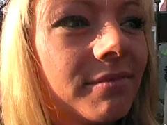 Pornoagent steht auf geile blonde Fotzen