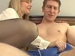 Frau Maier hat Bock auf Sex mit einem jungen Kerl
