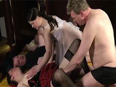 Gäste eines Swinger Clubs beim Sex gefilmt