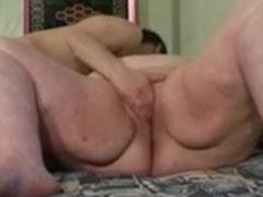 Extrem fette Frau von ihrem dürren Mann gefickt