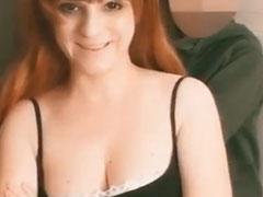 Sexy Rollenspiel mit einer deutschen rothaarigen Fotze