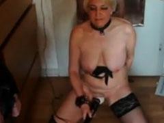 Hausfrau steht auf Dildos und Peitschen