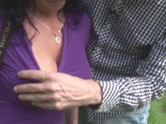 Reife Frau zum Pornodreh im Freien überredet