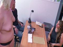 Junges Paar beim Pornocasting