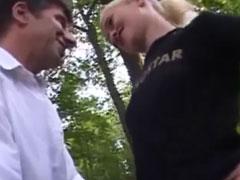 Junge Blondine angebaggert und gefickt