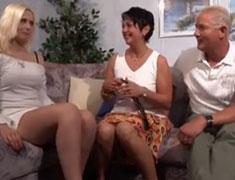 Deutsches Ehepaar fickt mit einer Freundin
