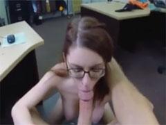 Ehefrau fickt massiven Schwanz