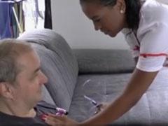 Opa darf die junge Krankenschwester ficken