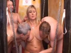 Swinger Porno mit Fotze und alten Schwänzen