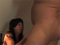 Geile Hausfrau von ihrem fetten Mann gefickt