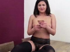 Hübsches Mädel im Strassencasting Pornofilm