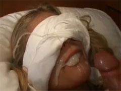 Spermadusche für eine geile Blondine