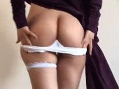 Araberin masturbiert vor der Kamera