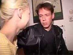 Junge Blondine will Arschfick von ihm