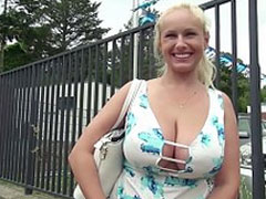 Dicke hübsche Hausfrau beim Pornocasting