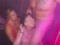 Stripper lässt sich von Omas einen blasen