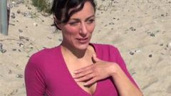 Süsse Touristin am Strand gefickt