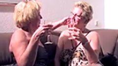 Lesbische Omas mit feuchten Fotzen
